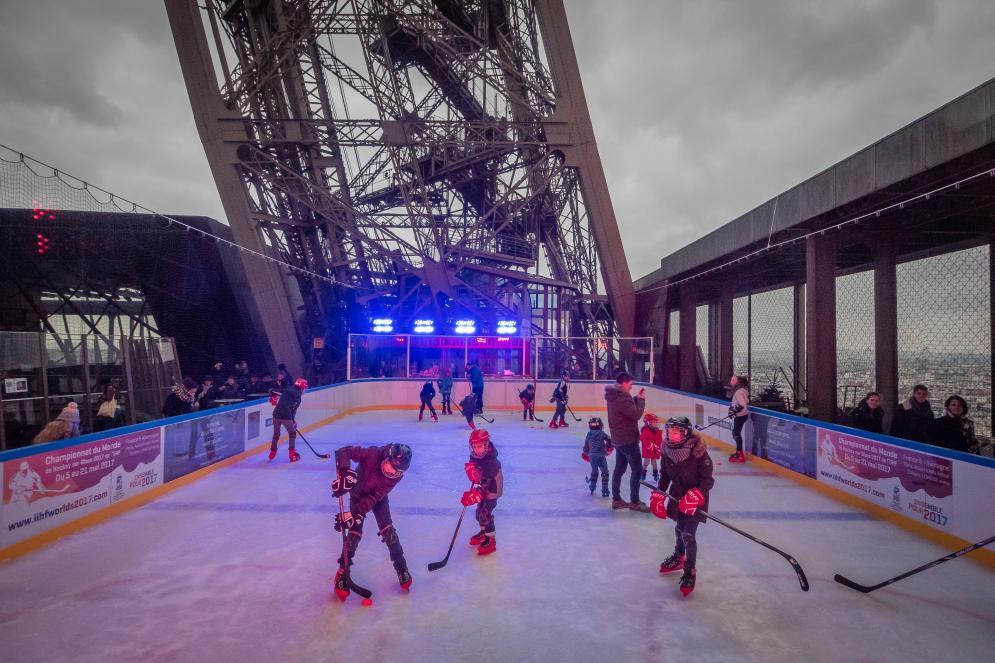 Match de hockey à la tour Eiffel