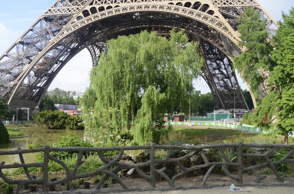 Vista de los jardines de la Torre Eiffel