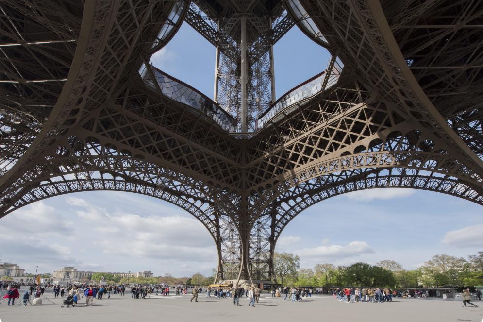 parvis tour Eiffel